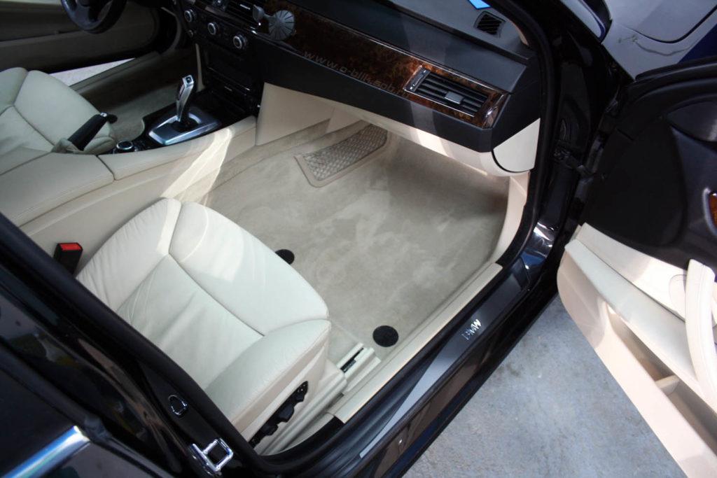himchistka 01 1024x683 - Чем чистить сидения в автомобиле