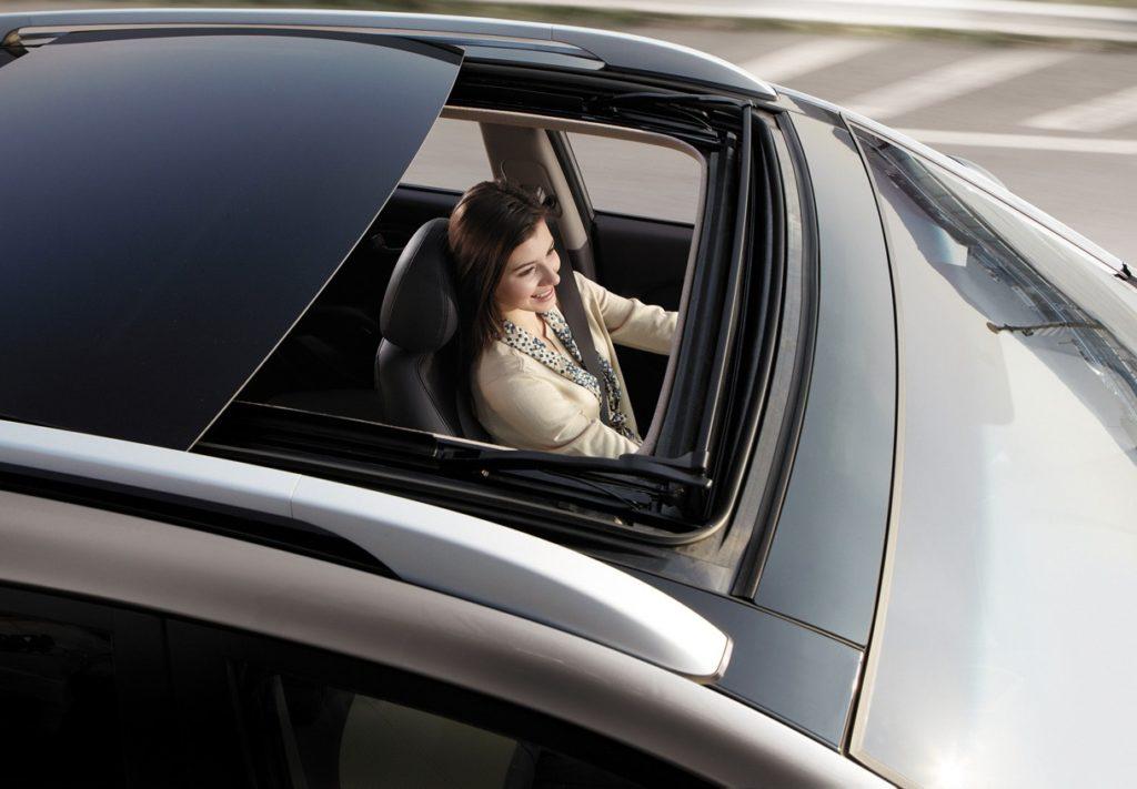 решением как фотографироваться в машине при движении ролике джулия путешествует