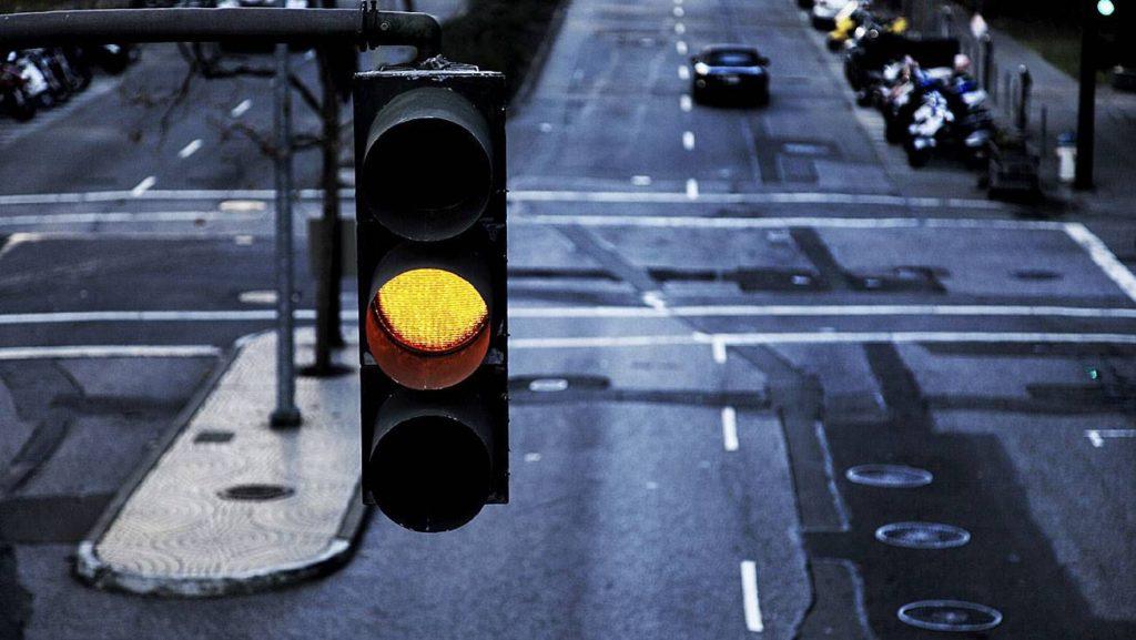 Проехал на мигающий зеленый на перекрестке