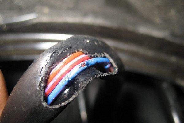 До такого состояния провода в автомобиле лучше не доводить