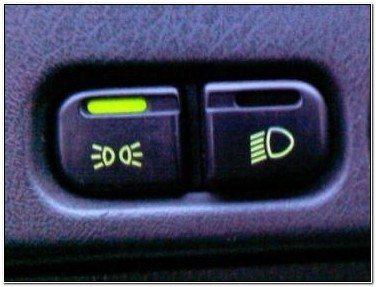 Комплект для подключения противотуманных фар ВАЗ 2110 имеет вот такую сдвоенную кнопку для Евро-панели