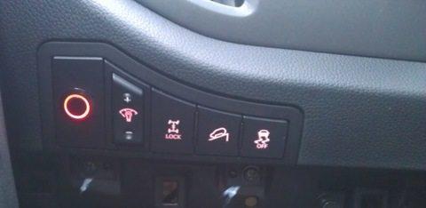 Лучшим местом для установки кнопки форсунок фар является пустующая заглушка
