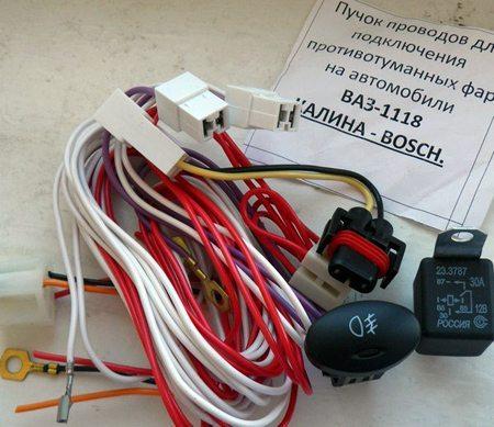 На фото – фирменный комплект электронных компонентов, не требующий переделок. Его легко подключить к штатной системе электропроводки