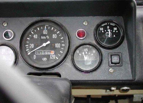 Панель приборов ЛуАЗ 969 с предохранителями