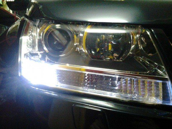 Передняя блок-фара автомобиля Гранд Витара