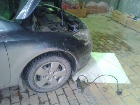 Подложите ткань под автомобиль, чтобы не искать упавшие детали