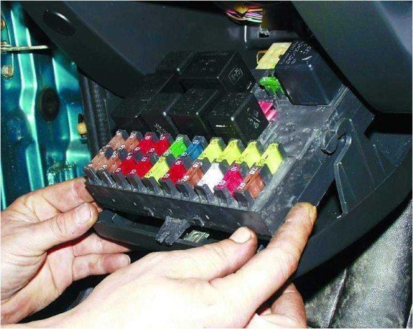 Схема включения противотуманных фар ВАЗ 2110 защищена плавкими предохранителями