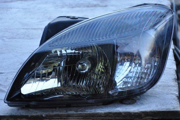 Снятая с автомобиля фара Kia Rio