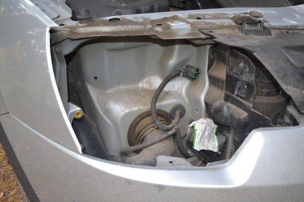 Снятие с втулки нужно производить аккуратно, чтобы не обломать пластиковые элементы