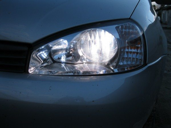 Замена лампы ближнего света на Ладе Калина по силам каждому автовладельцу