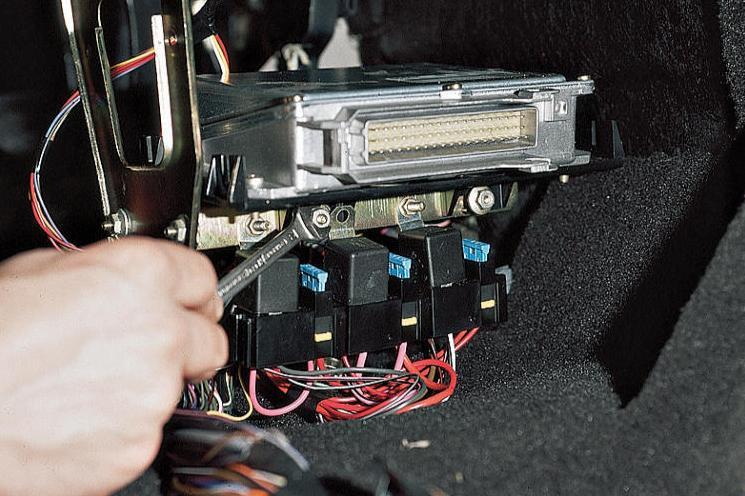 Фото №21 - ВАЗ 2110 бьется током