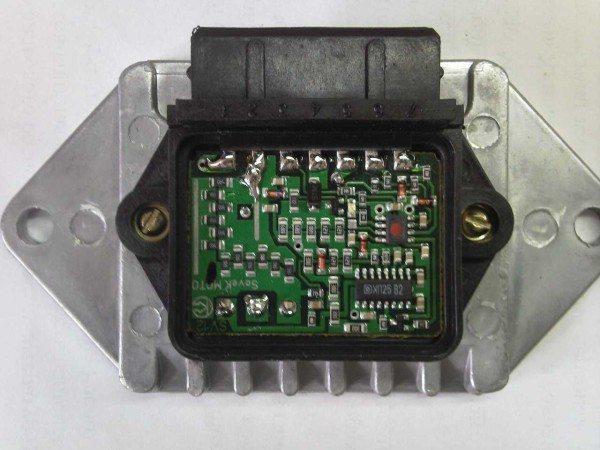 Фото электронного коммутатора на ИЖ со снятой крышкой