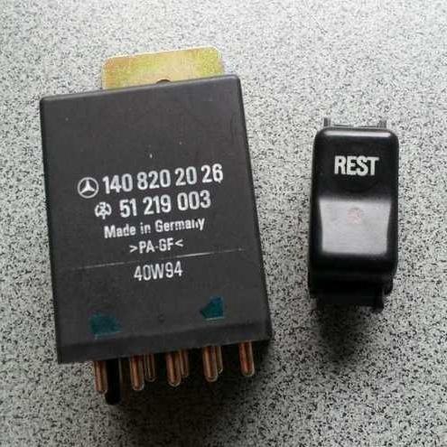 Фото кнопки включения и реле для реализации функции REST