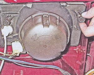 Иногда после замены ламп требуется регулировка, для этого на корпусе имеется специальная рукоятка сбоку