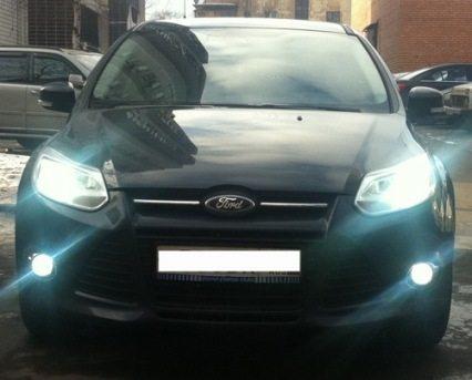 На фото: исправный, правильно отрегулированный ближний свет на Форд Фокус 3повышает безопасность передвижения в темное время суток и в условиях ограниченной видимости