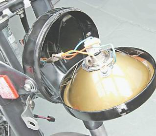 Процесс замены лампы головного света