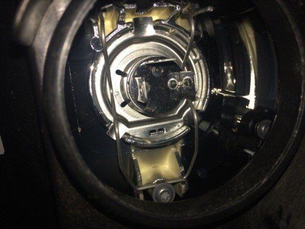 Замена лампы ближнего света на Поло Седан: особенности осветительных приборов в Фольксваген, фото и видео