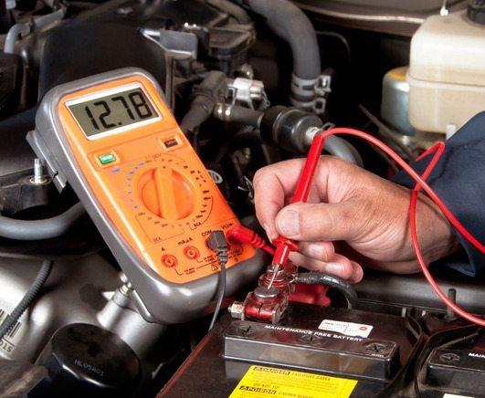 Работа с мультиметром позволяет легко определить неисправность проводов