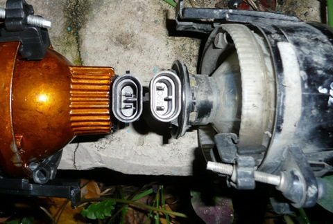 В классических стоят лампы с цоколем HB4, а в линзованных - H11