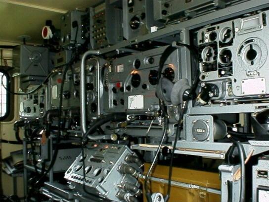 Внутреннее электронное оборудование ГАЗ 66 с радиостанцией Р-142 «Деймос»