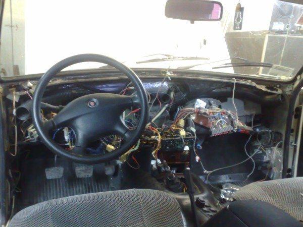 Замена проводки в машине обязательно потребует и разборки панели приборов